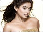 Priyamani turns item girl for Chennai Express