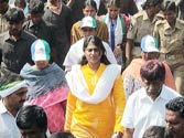 Jagan's sister Sharmila uses emotion to connect with people