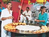 Dilwalaon ki dilli doesn't really care about its dil! Delhiites prefer street food over health
