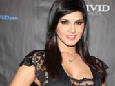 Item girls, watch out! Sunny Leone