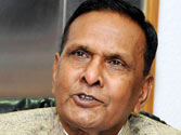 Beni Prasad does it again, targets Mulayam for praising Advani