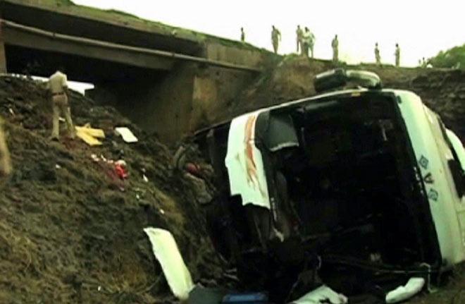 37 dead after bus falls off bridge on the Mumbai-Goa highway