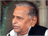 Mulayam praises Advani, calls UPA a weak government