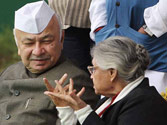 Sheila Dikshit meets Shinde over death of Delhi gangrape accused Ram Singh, magisterial probe ordered