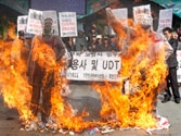 Tensions mount between Koreas as North snaps key military hotline with South