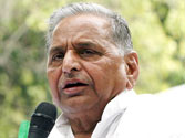 Mulayam attacks Cong again, accuses the party of using CBI to threaten rivals