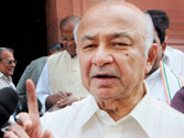 Jat protesters barge into Home Minister Shinde