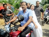 Mamata loses her cool as she faces protest on her visit to Barasat