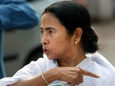 Court embarrasses Mamata, says all leading newspapers to be available in libraries