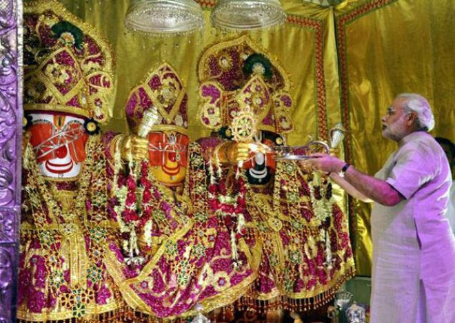 Gujarat Chief Minister Narendra Modi perfors 'Pahind Vidhi' for the rath yatra