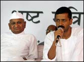 Court notices to Anna Hazare, Arvind Kejriwal for showing disrespect to Indian Constitution
