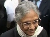 Sheila Dikshit govt to facilitate sale of onions at reasonable price