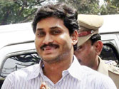 Jaganmohan Reddy to shift to top gear the campaign against bifurcation, show of strength in Hyderabad before Oct 20
