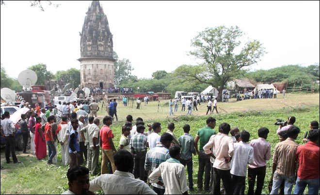 Unnao 'dream' gold hunt enters third day