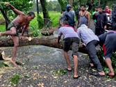 Phailin powers up to 205 kmph, 30 feet high waves, coast cleared, army on alert