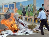 Telangana fallout: Centre fears clashes of pro and anti-Telangana camp, Seemandhra simmers