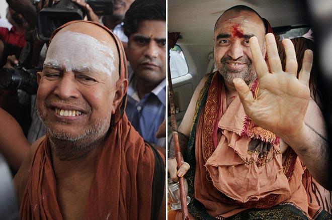 (L) Kanchi Sankaracharya Jayendra Saraswathi and Vijayendra Saraswathi