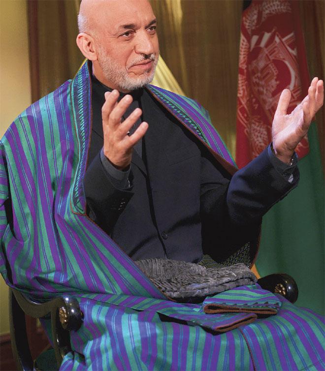 Afghanistans expresident flyr