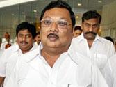 Angry Alagiri refuses to meet dad Karunanidhi