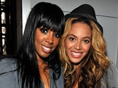 Beyonce, Kelly Rowland sing with fans in karaoke bar