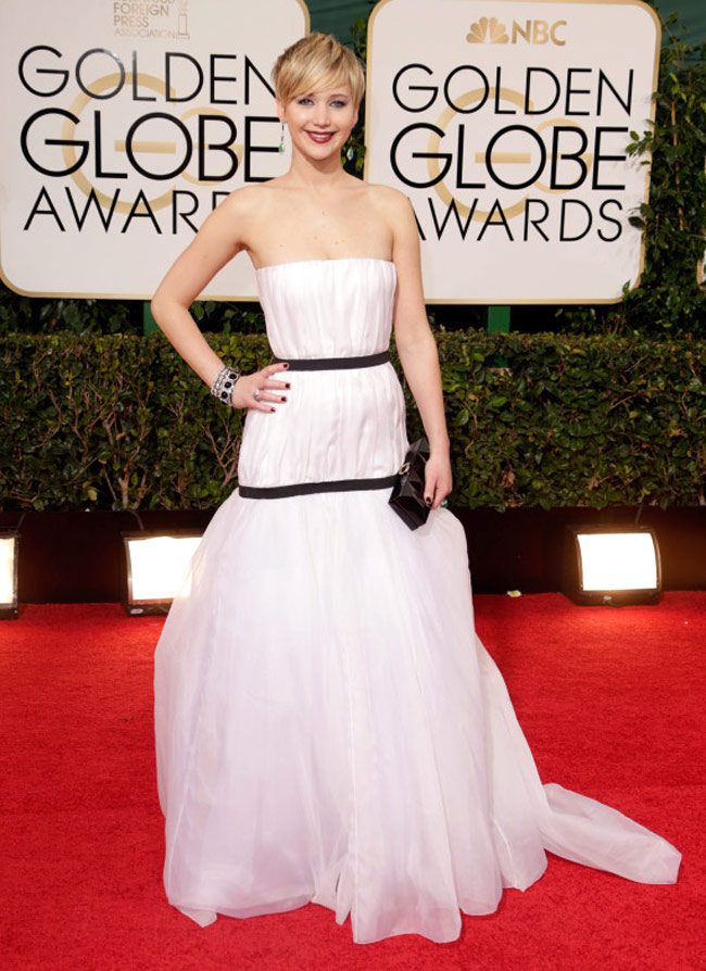 Jennifer lawrences golden globes outfit triggers epic twitter humour jennifer lawrence voltagebd Image collections