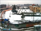 Kashmir Valley snowed under, cut off from rest of India