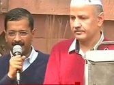 Kejriwal panned on Twitter for dharna