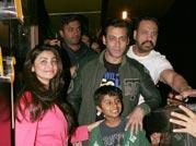 Salman gives Jai Ho gang a Sholay treat