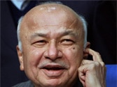 Shinde looking into Kejriwal complaint against cops