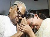 Achuthanandan stopped from visiting TP Chandrasekharan's wife