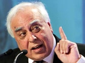 Sibal: Aakash 4 tablet PC will be in the market in 1.5 months