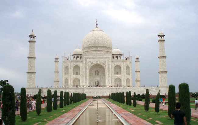 long essay on taj mahal in english