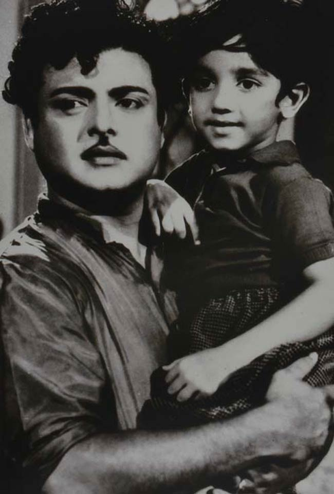 Gemini Ganesan and Kamal Haasan in the tamil film parthal Pasi The Erum (1962)