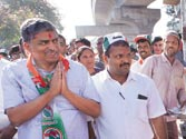 Nilekani takes 'padayatra' route to fight BJP's Ananth Kumar