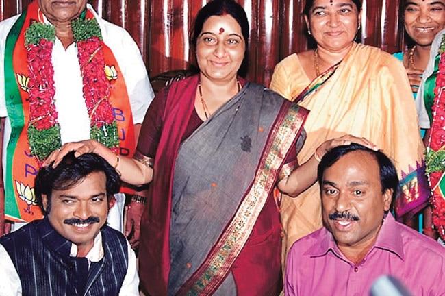 Sushma upset over inclusion of Sriramulu, Reddy brothers in BJP