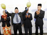 Malaysia hires witch doctor to find missing plane