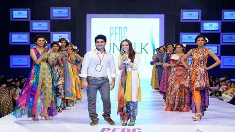 Pakistani Fashion Gala S Ultimate Day Marked By Romance With Nature Circuses Lifestyle News
