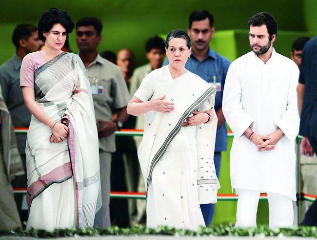 Sonia Gandhi with Rahul and Priyanka