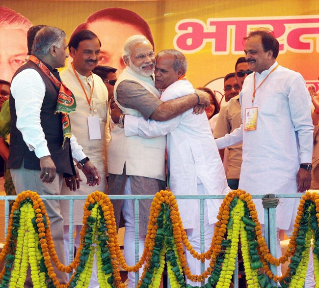 Narendra Modi with Ramesh Tomar
