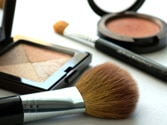 Signs that show your make-up kit needs replacement