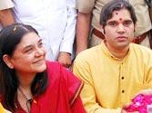 Maneka hits out at Priyanka for remarks against Varun