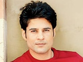 Actor Rajeev Khandelwal injured in road mishap