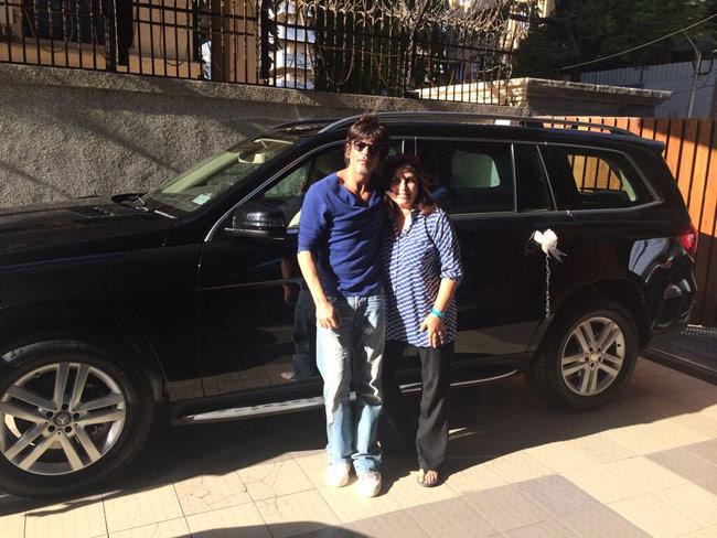 SRK gifts a black Mercedes to Farah Khan