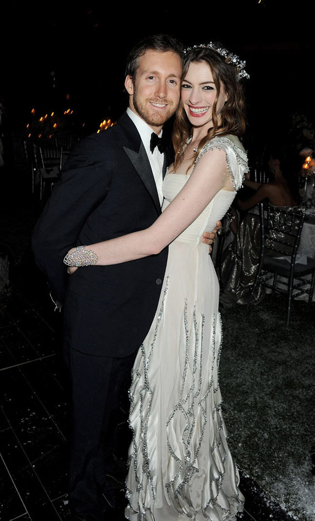 Is Anne Hathaways marriage to actor Adam Shulman in