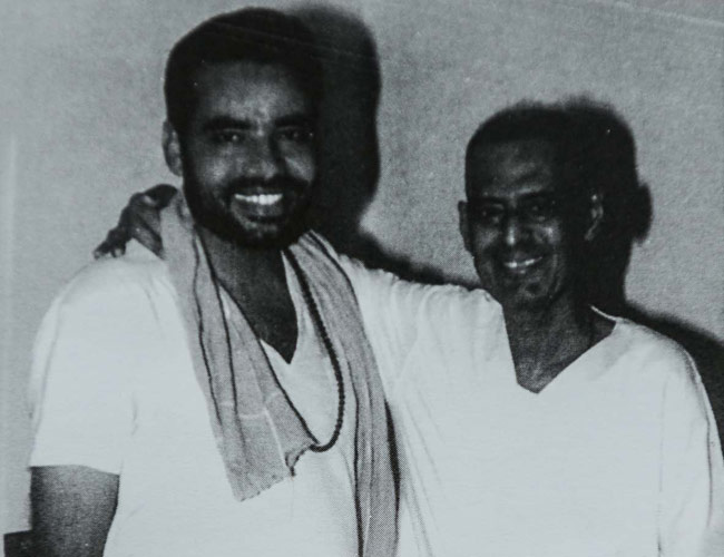 Narendra Modi (left) with Lakshman Rao Inamdar, shortly before the latter's death