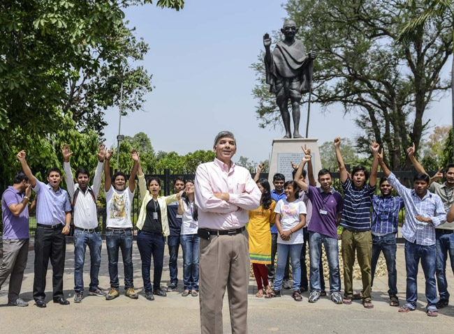 Delhi University vice-chancellor Dinesh Singh with students