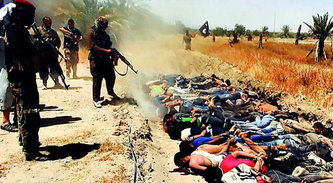 ISIS militants executing Iraqi security forces
