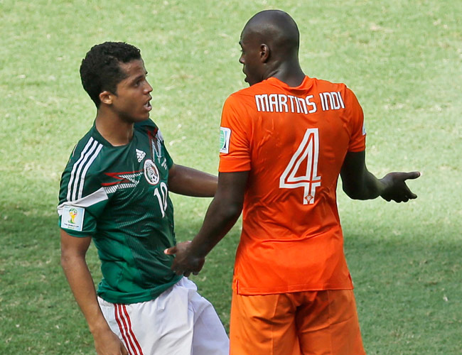 a87a890e5 Klaas-Jan Huntelaar scored an injury-time penalty to give the Netherlands a  2-1 win over Mexico. Match Photos