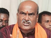 Sri Ram Sene chief Muthalik welcomes remarks on girls visiting pubs in short dresses