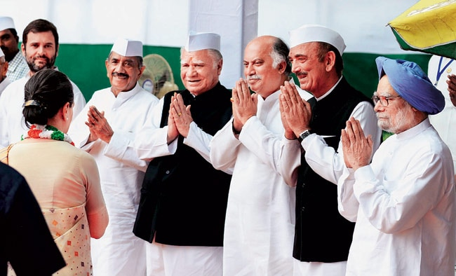 Congress president Sonia Gandhi greets senior party leaders, including former prime minister Manmohan Singh, on Independence Day.